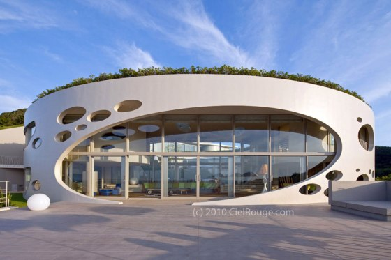 Villa Bioclimatic Round Home - by Ciel Rouge