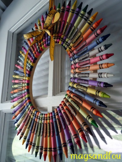 Crayon Wreath by MagsAndLou.blogspot.com