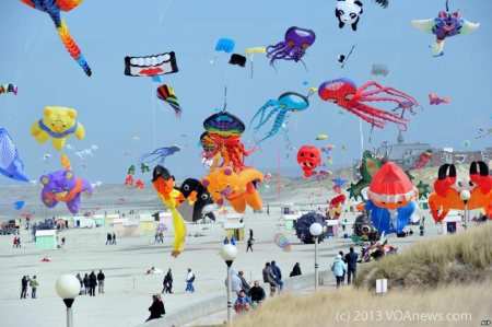 international kite festival in Berck-sur-Mer, northern France - source: VOAnews.com