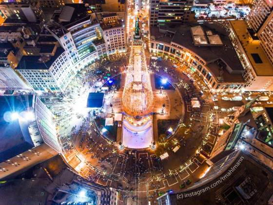 Circle of Lights Tree Lighting - Indianapolis, Indiana - photo by Trevor Mahlmann