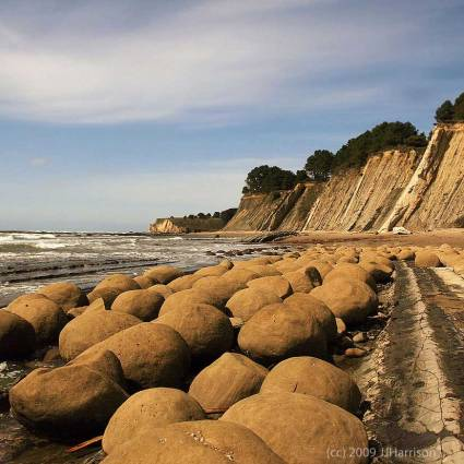 Bowling Ball Beach - source: JJ_Harrison