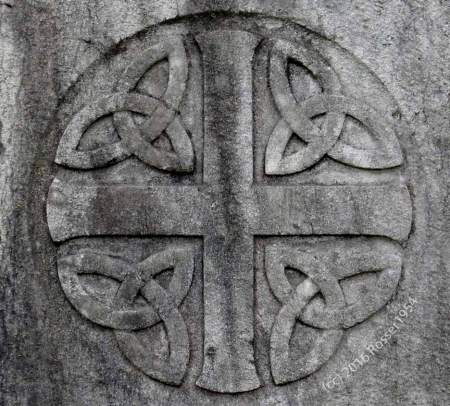 Celtic Cross on Gravestone - source: Rosser1954